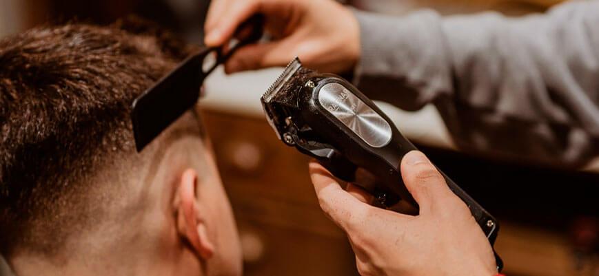 Barber-Line-se-convierte-en-Ragnar,-su-línea-de-barbería