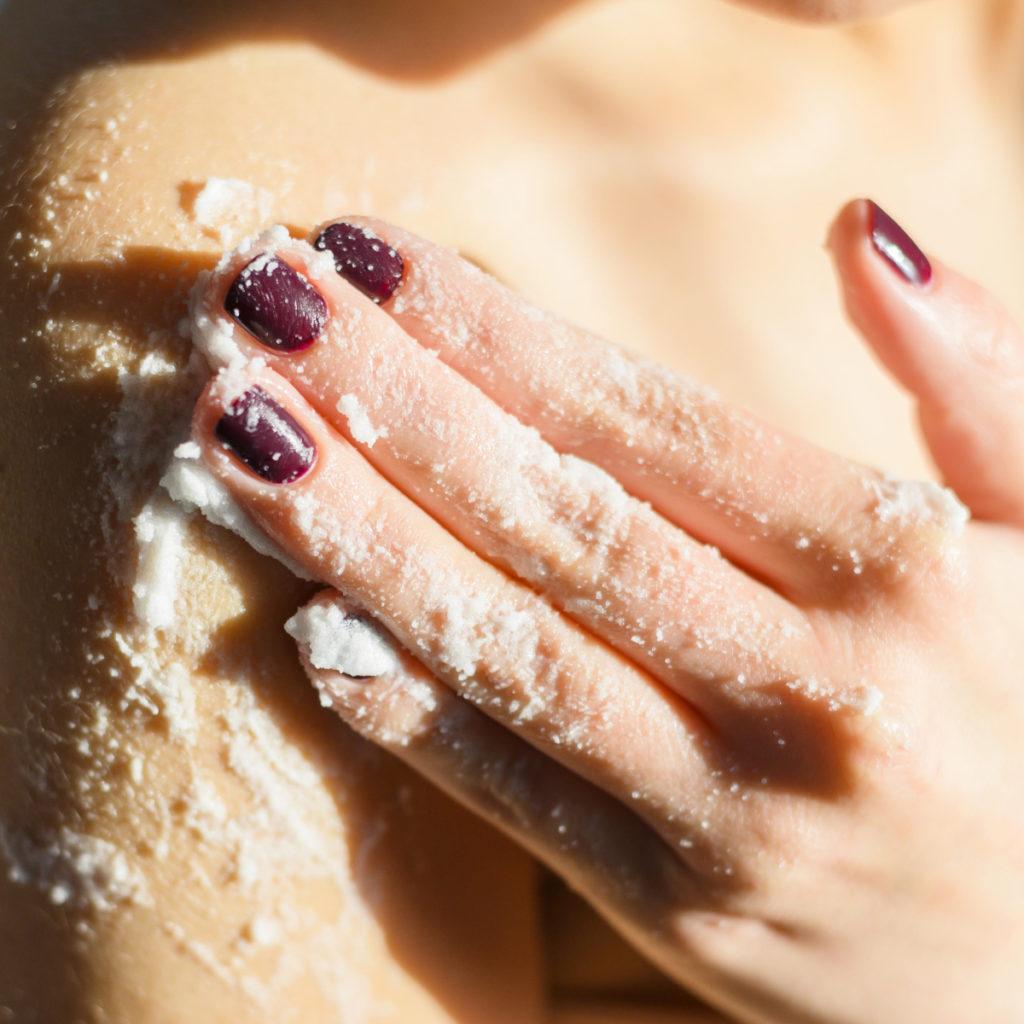 la importancia de la exfoliación y limpieza de la piel